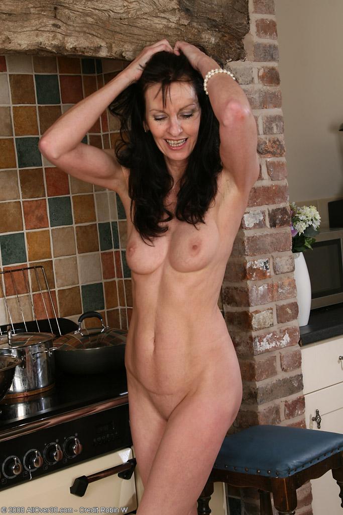 Фото голышом на кухне 20 фотография
