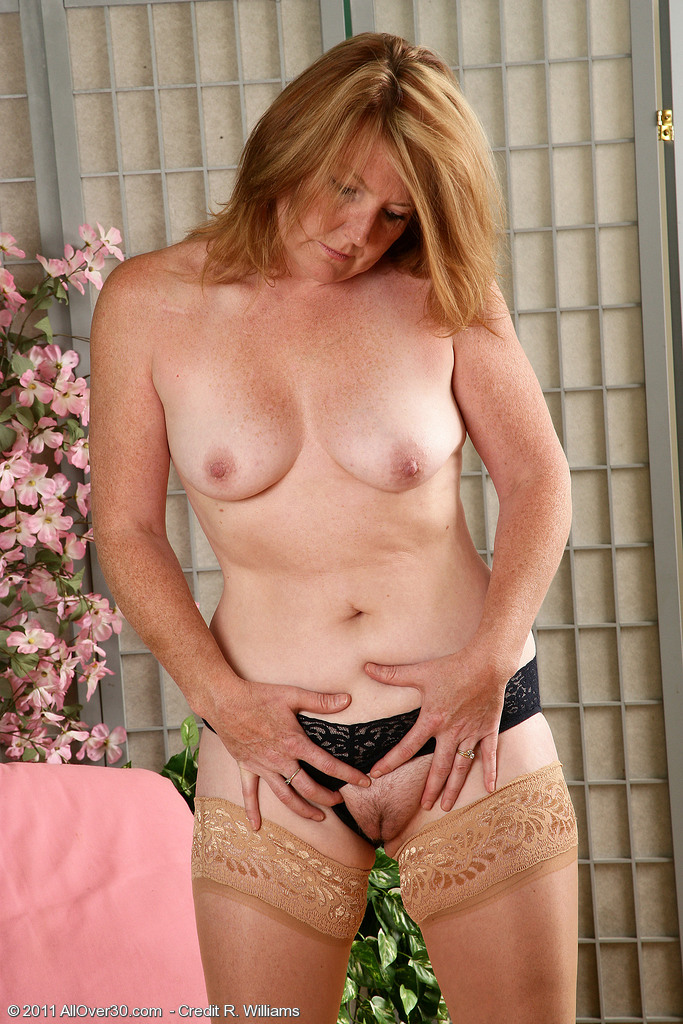 Mature Milf Pictures Featuring 31 Year Old Stacie From Allover30 At Amandahome