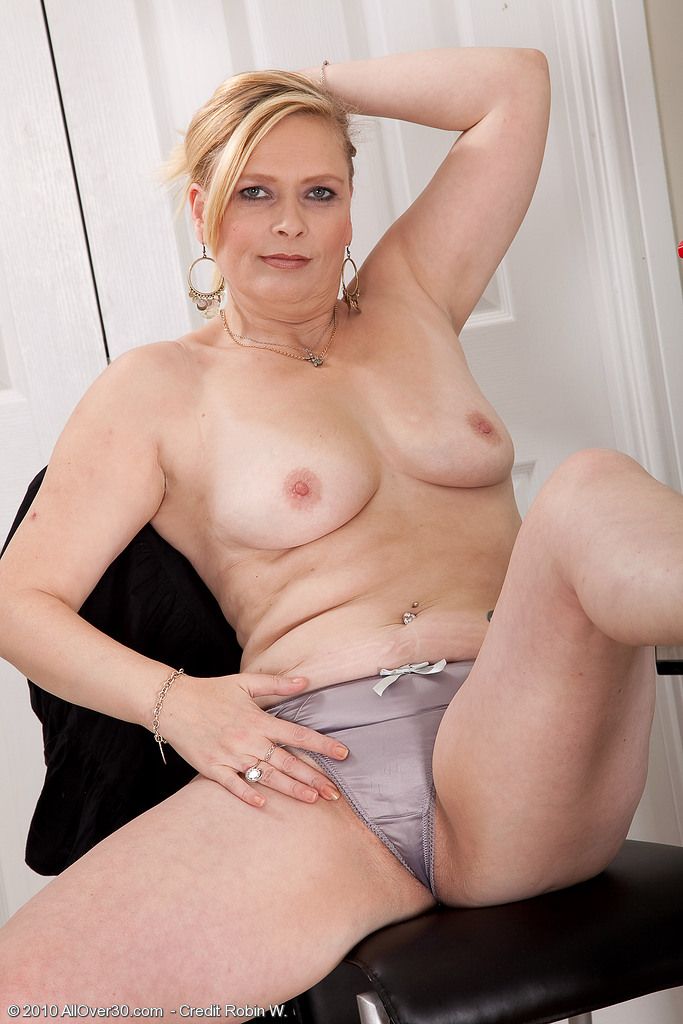 Old mature mom strip tube theme