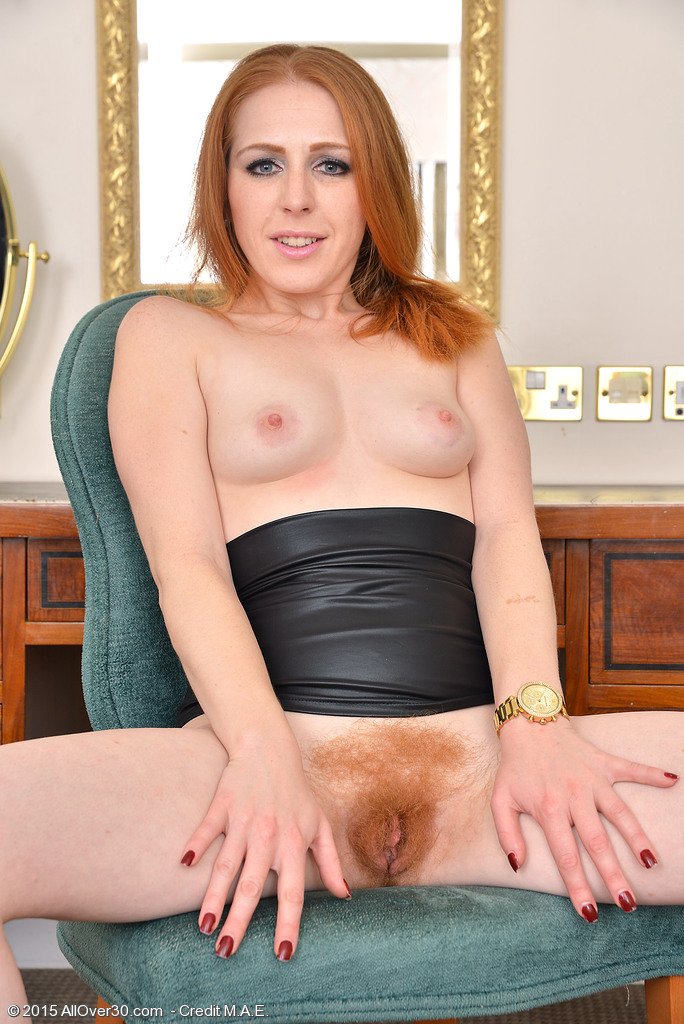 Ginger Mom Tia Jones Pushes Toy Into Her Red Bush Parting Hotscope 1