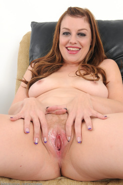 Delicious 35 Year Old Soverign Syre Nude
