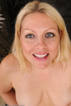 Thick MILF Zoey Tyler And Her Pristine Blue Eyes