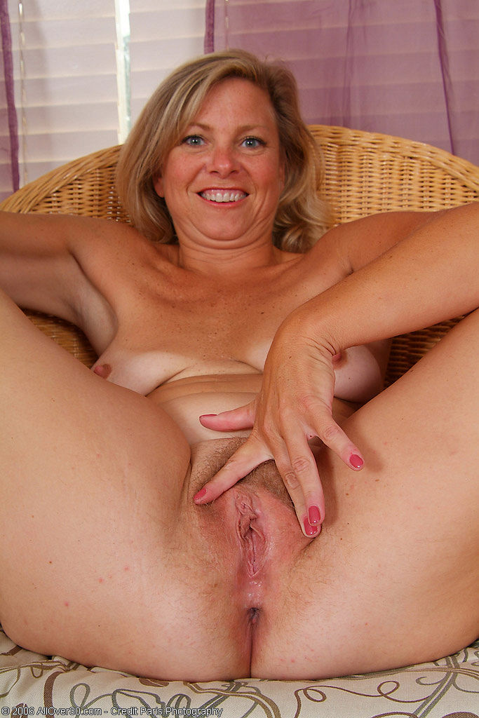 Busty horny wet lesbian pussy