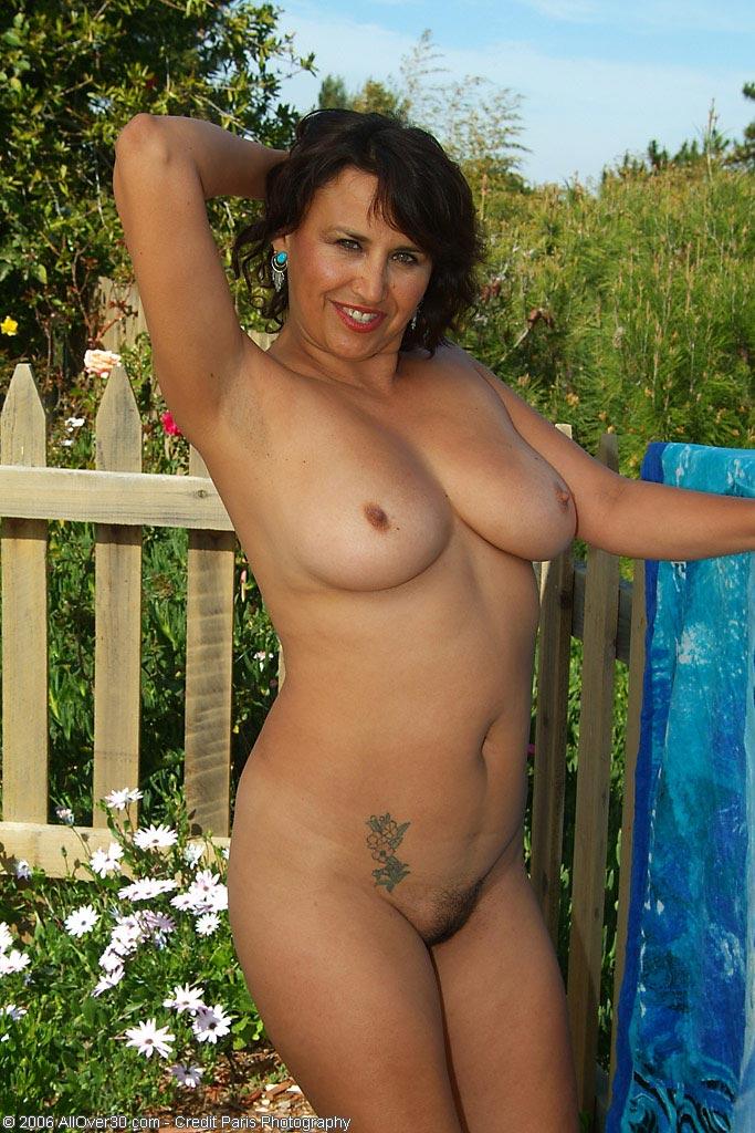 Девушки голые зрелые женщины картинки видео секс огромная