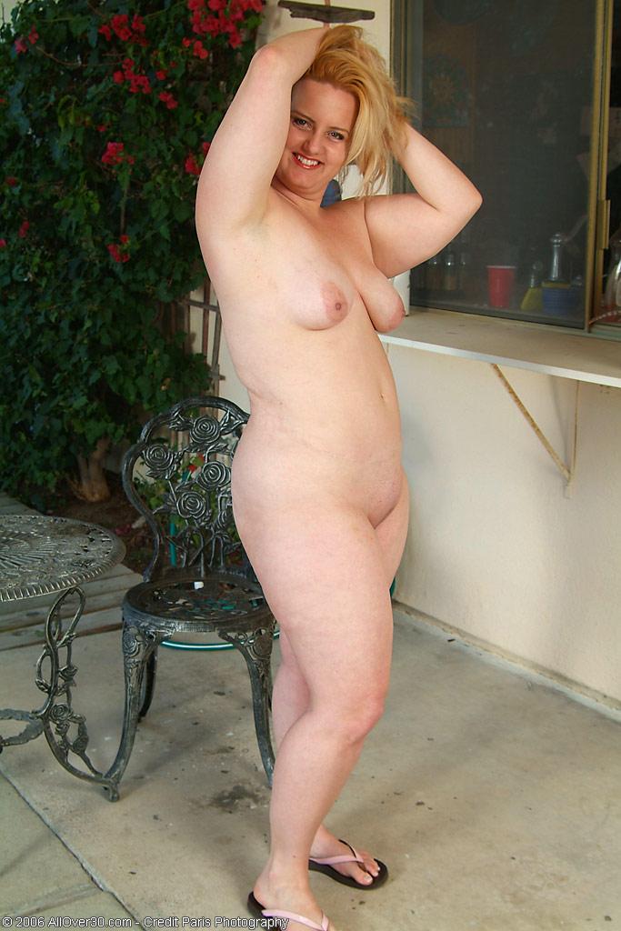 Голые пухлые ляжки женщин фото