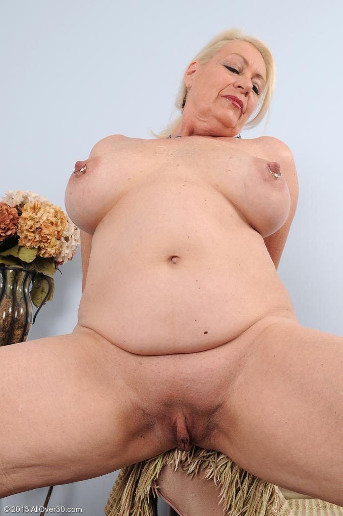 beautiful young women pics nude