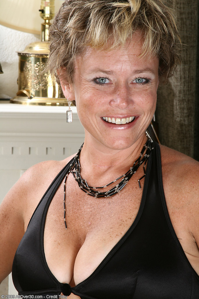 Allover30Com - Introducing 42 Year Old Ariel-6161