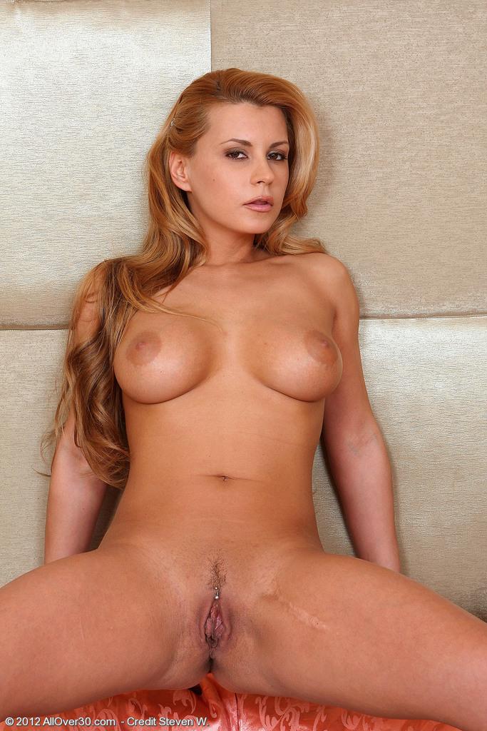 dorothy nude