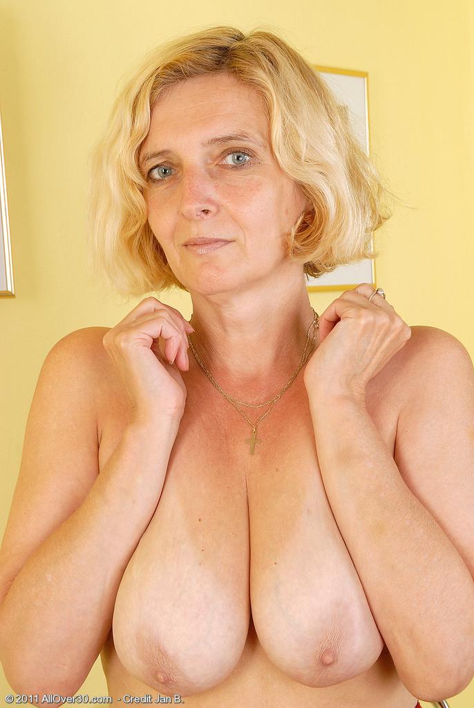 Free naked japan secretary video
