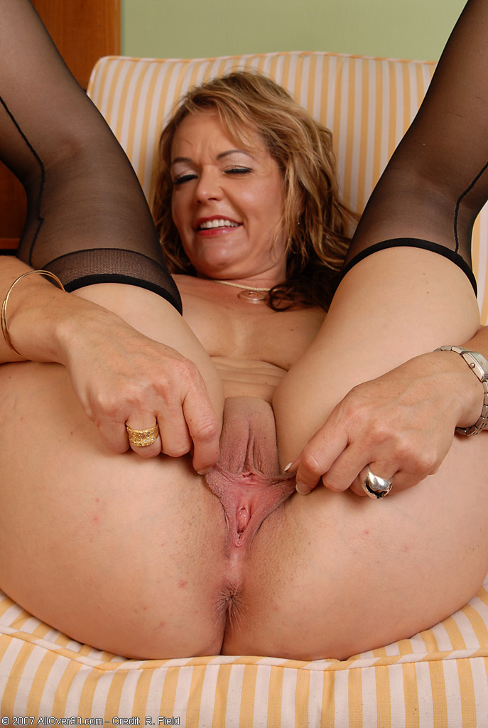 femaleagent big cock delivers creampie present