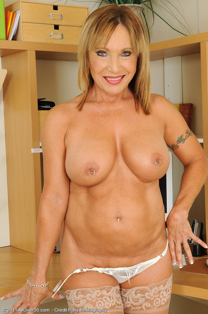 60Year Old Pussy 16807  Mature Pictures Featuring 60 Year O-4850