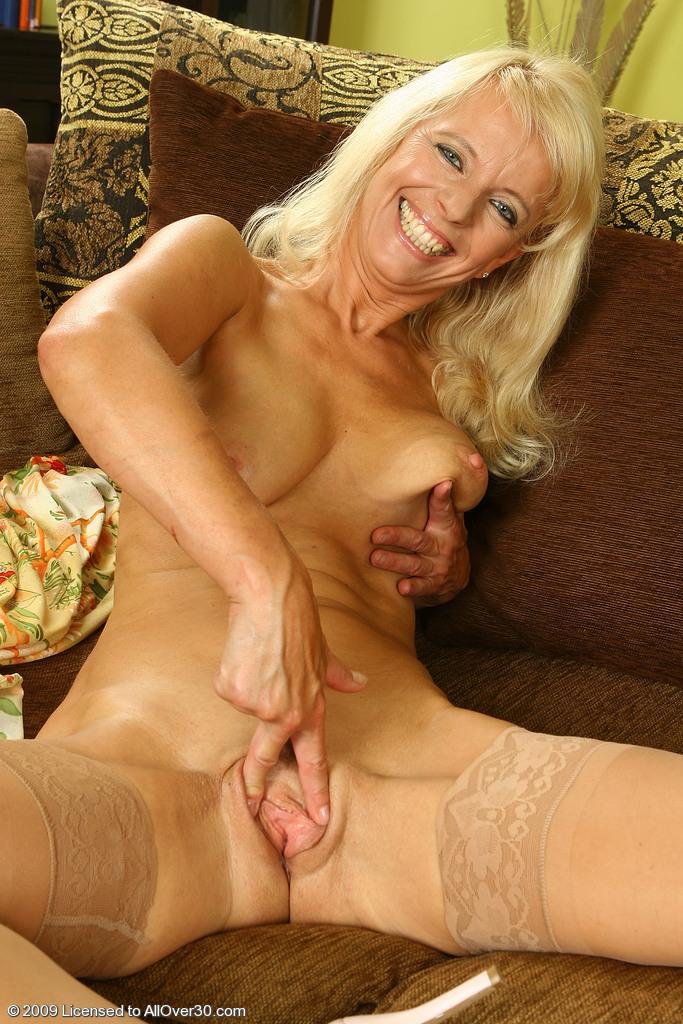 blonde-older-pussy
