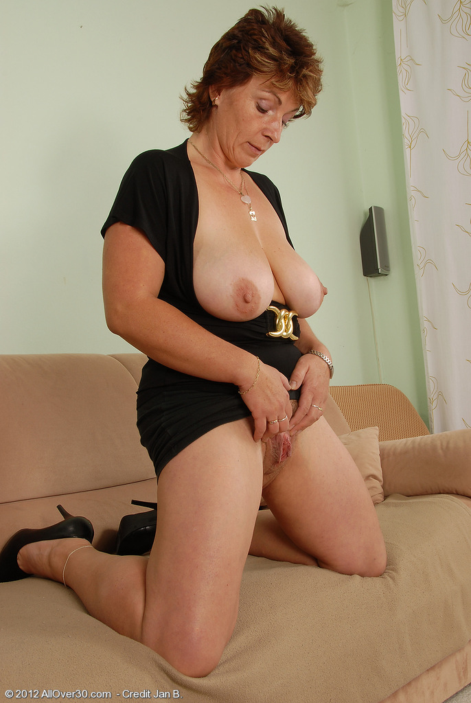 Naked girls fisting pussy and anal