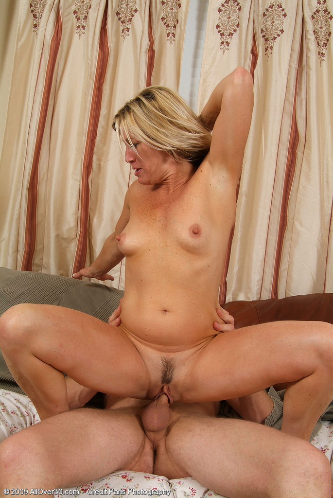 middle-aged-blondes-fucking-naked-female-drummers-video