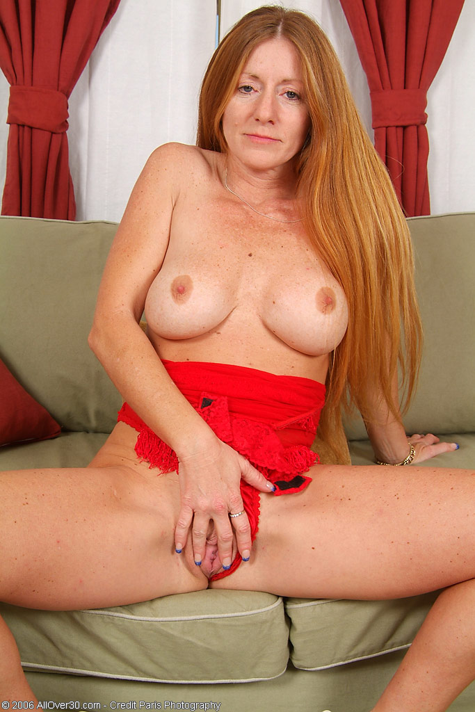 Milf Wendy White Lets Her Saggy Tits Bounce
